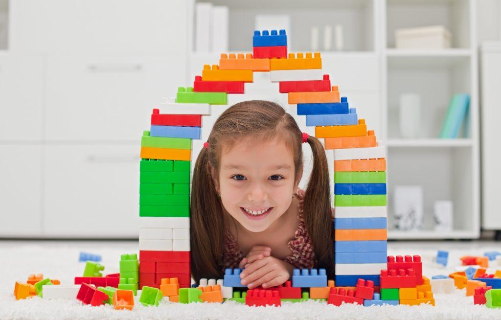 menina em um castelo
