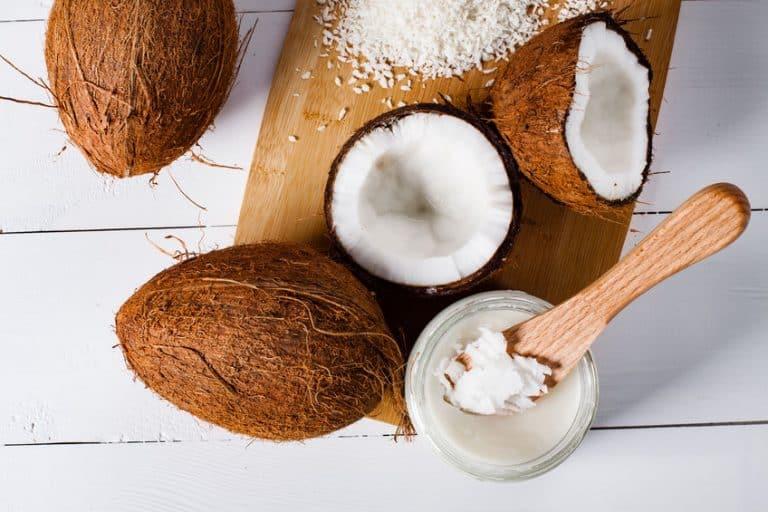 Coco seco e óleo.