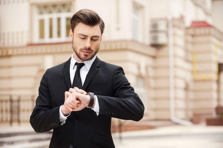 Homem executivo com relógio.